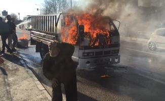 Bursa'da alev alev yandı! Sürücüsü son anda kurtuldu!