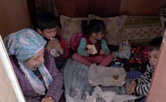 5 kişilik aile gardıropta yaşıyor