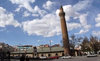 Bu minare asırlardır hareket ediyor!