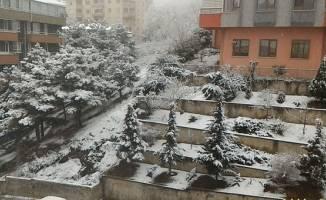 Güne kar sürpriziyle uyandılar