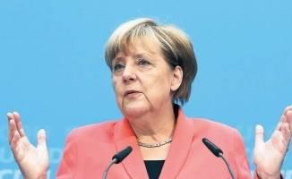 Merkel'den çifte vatandaşlığa destek!