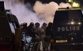 Polis meclisi boşalttı! En az 100 yaralı