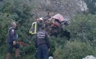 Arıza yapan otomobil 3 üniversite öğrencisiyle uçuruma yuvarlandı