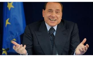 Berlusconi'den sürpriz parti atağı