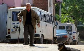 Bursa'da 59 yıldır ağzında gülle dolaşıyor