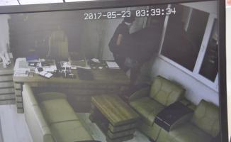 Bursa'da maskeli hırsızlar 200 kiloluk çelik kasayı çaldı!