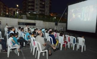 Bursa'da açık havada sinema keyfi başladı