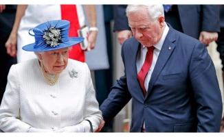 Kraliçe 2. Elizabeth'e dokununca...