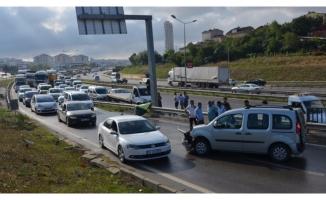 Kaza yapan aracı izleyen sürücülerden zincirleme kaza!