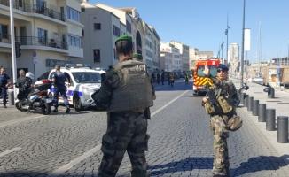 Marsilya'da araç otobüs durağına çarptı! Ölü ve yaralılar var
