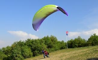 Bursa'da yamaç paraşütü kursu