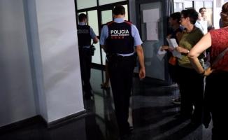 Gerilim büyüyor! Katalan aileler okulları işgal etti!