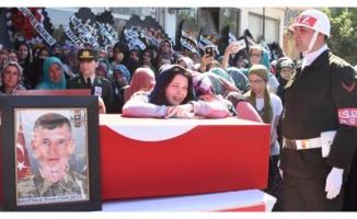 Şehit askeri 10 binler uğurladı!