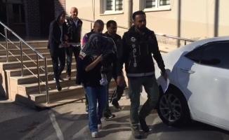 Bursa'da uyuşturucu taciri kadın kucağında bebeğiyle...