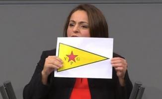 Alman meclisinde terör bayrağı!