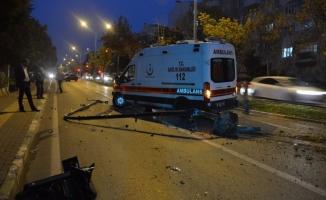 Bursa'da hasta taşıyan ambulansa arkadan çarptılar! 4 yaralı