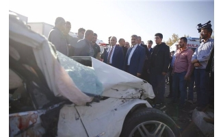 Kazayı gören Bakan Fakıbaba yaralıların yanına koştu