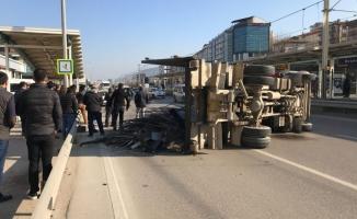 Bursa'da kamyonet devrildi! O yol trafiğe kapatıldı!