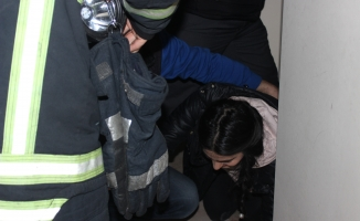 Bursa'da mahsur kalan kızları itfaiye kurtardı!