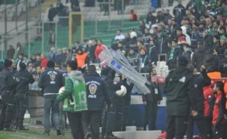 Bursaspor - Gençlerbirliği maçından sonra saha karıştı