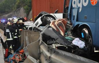 Bursa'daki kazada şoke eden detay! Hurdaya dönen araçların arasında bebek aradılar...