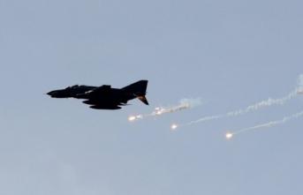 Yine başladı! Savaş uçakları İdlib'i vuruyor!