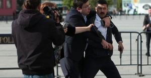 Can Dündar'a silahlı saldırıda bulunan tutuklu sanık tahliye edildi