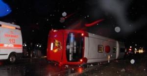 Isparta'da yolcu otobüsü devrildi: 18 yaralı