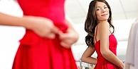 Kadınlar, kırmızı giyen kadınları sevmiyor