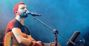 Mehmet Erdem şarkılarıyla coşturdu