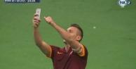 Totti golü Selfie çekerek kutladı