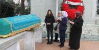 Ünlü şarkıcı annesinin cenazesine gidemedi