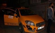 Taksici boğuştuğu gaspçının kimliğini aldı