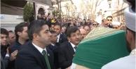 Başbakan yakın arkadaşının cenazesine omuz verdi