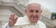 Papa tabularını yıktı