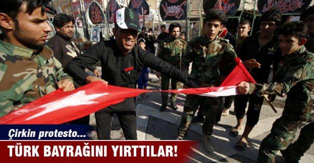 Türk Bayrağını yırttılar!