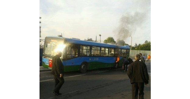 Yolcu dolu otobüs bir anda alev aldı!