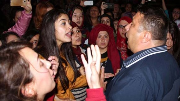 Zonguldak'ta kız yurdunda kalan öğrencilerden eylem