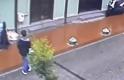 Bursa'da duygulandıran görüntüler! Yağmurda ıslanan köpeği montla ısıttılar!