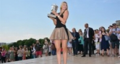 Sharapova'dan şampiyonluk pozu