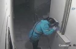 Pizzaya tüküren kurye güvenlik kamerasına yakalandı