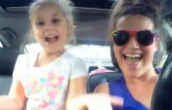 Sosyal medya 'Love is an Open Door' şarkısı söyleyen anne kızı konuşuyor