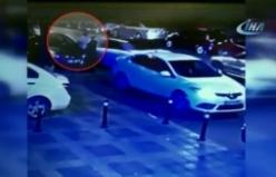 Araç iki kişiyi ağır yaraladı! Feci kaza kameralarda...