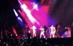 Lady Gaga sahnede soyundu-İZLE