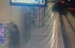 Bursa'da metro istasyonlarını soyanlar kamerada!