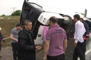 Kemerburgaz'da otobüs devrildi: 22 yaralı