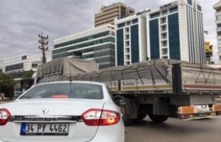 Trafiği bu kamyonlar kilitliyor