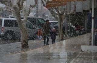 20 yıl sonra ilk kez kar yağdı!