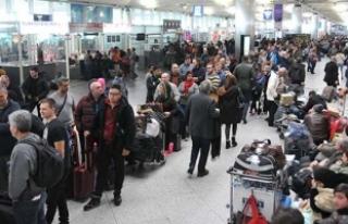 Seferler iptal oldu! Havalimanında uzun kuyruklar...
