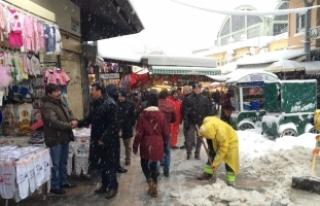 Osmangazi'de karla mücadele kesintisiz sürüyor!
